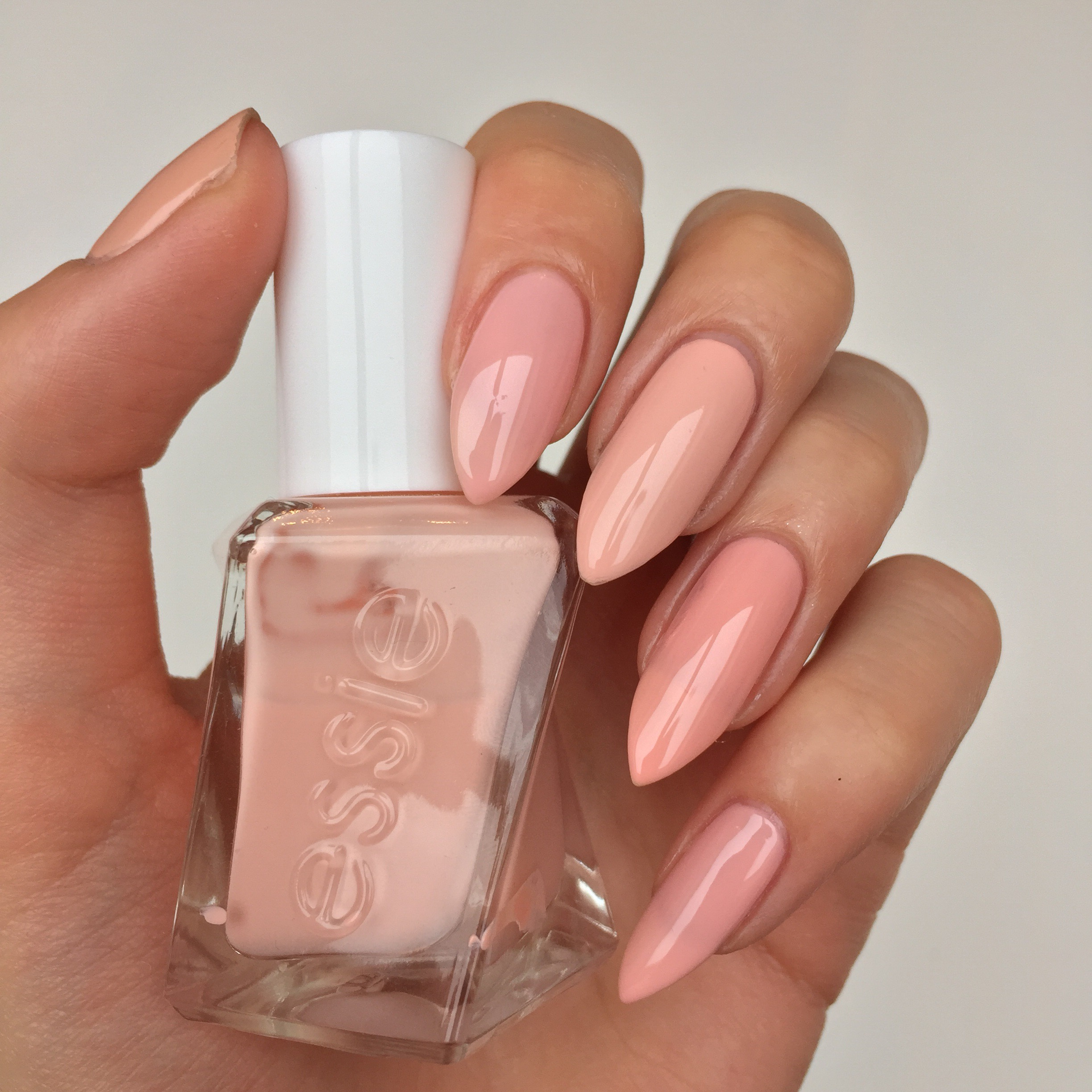 essieneutrals | swatches and reviews of Essie whites, pinks and neutrals